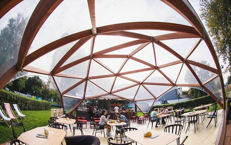 Кафе в купольном деревянном шатре