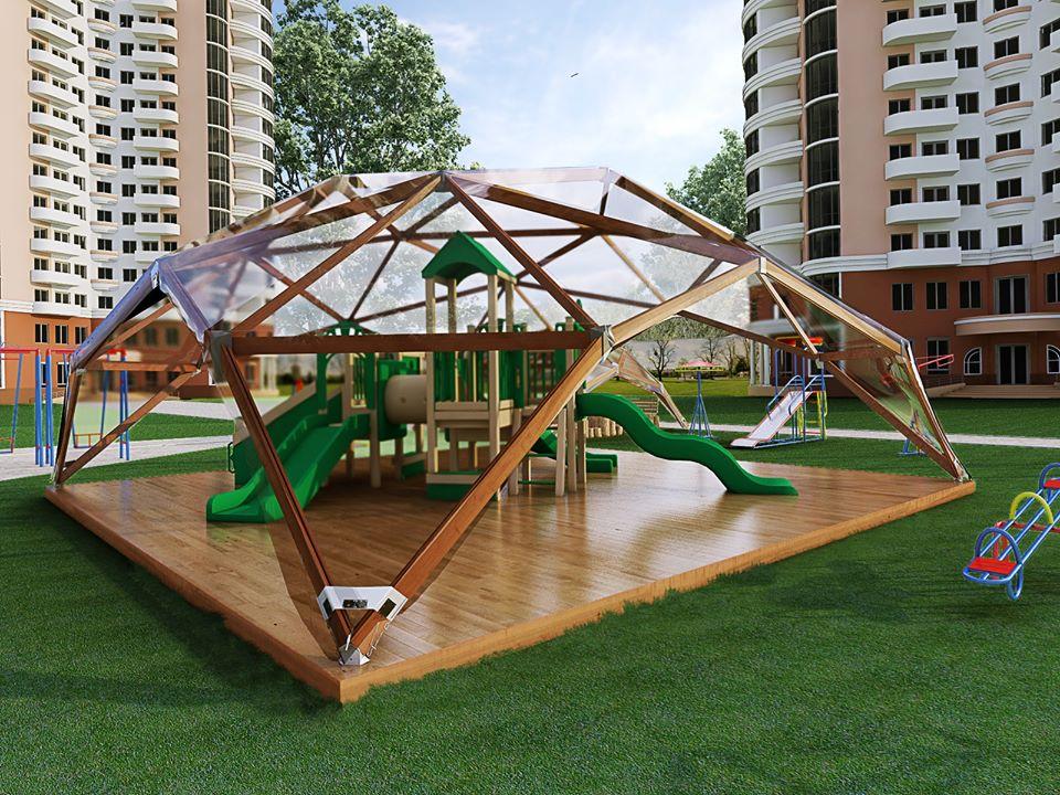 Детская спортивная площадка под деревянным геокуполом